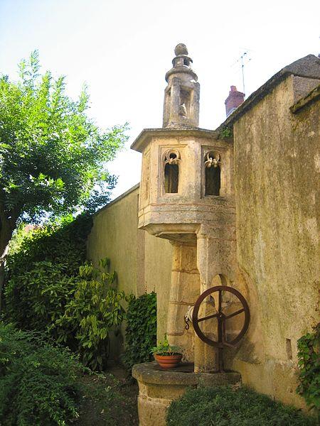 Photo du Monument Historique Puits gothique situé à La Châtre