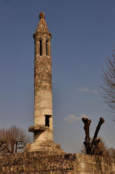 Photo du Monument Historique Lanterne des Morts situé à Ciron