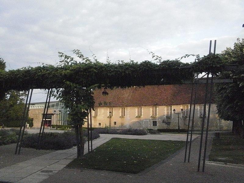 Photo du Monument Historique Ancien hôtel-Dieu situé à Issoudun