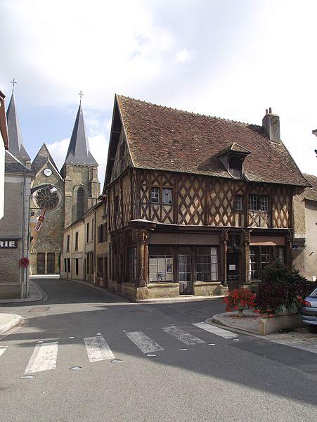 Photo du Monument Historique Maison de bois, dite Maison Saint-Jacques situé à Levroux