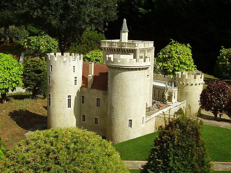 Photo du Monument Historique Château-Guillaume situé à Lignac