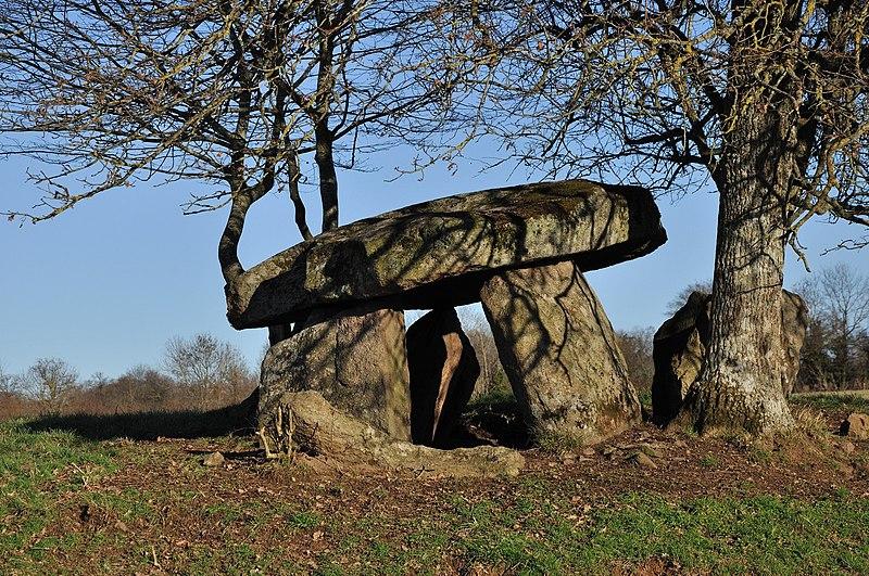 Photo du Monument Historique Dolmen situé à Montchevrier