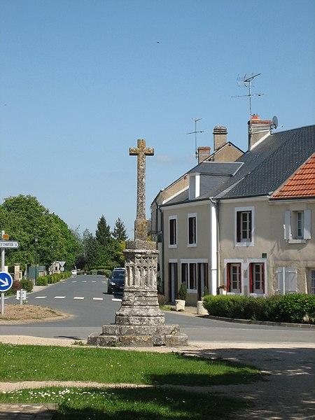 Photo du Monument Historique Croix située sur la place de l'Eglise et sur le champ de foire situé à Montipouret