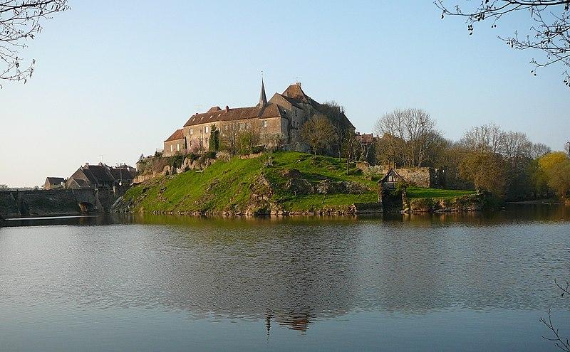 Photo du Monument Historique Prieuré Saint-Benoît situé à Saint-Benoît-du-Sault