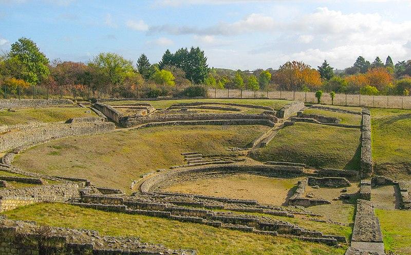 Photo du Monument Historique Vestiges de l'amphithéâtre gallo-romain situé à Saint-Marcel