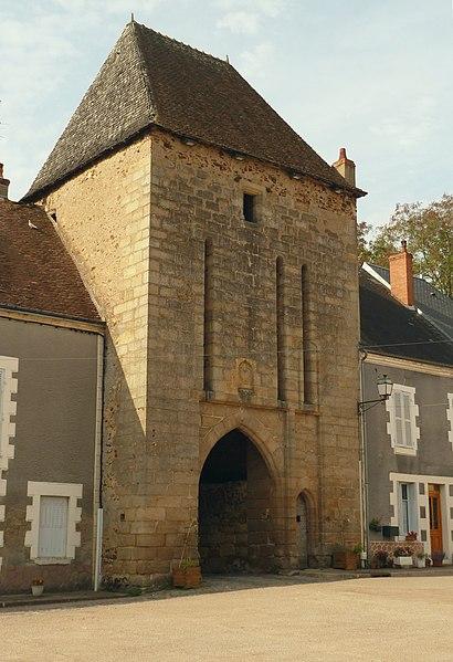 Photo du Monument Historique Porte de ville, dite Porte du Marché situé à Sainte-Sévère-sur-Indre