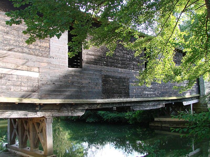 Photo du Monument Historique Pont couvert en bois situé à Le Pont-Chrétien-Chabenet