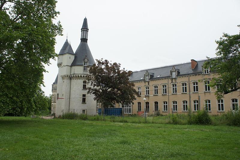 Photo du Monument Historique Château du Parc et manufacture de drap du château du Parc situé à Châteauroux
