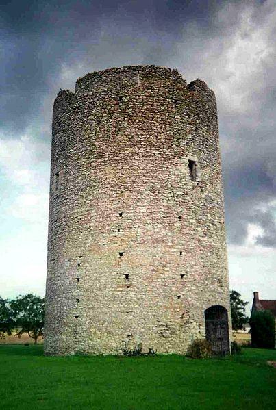 Photo du Monument Historique Tour du Brandon situé à Athée-sur-Cher