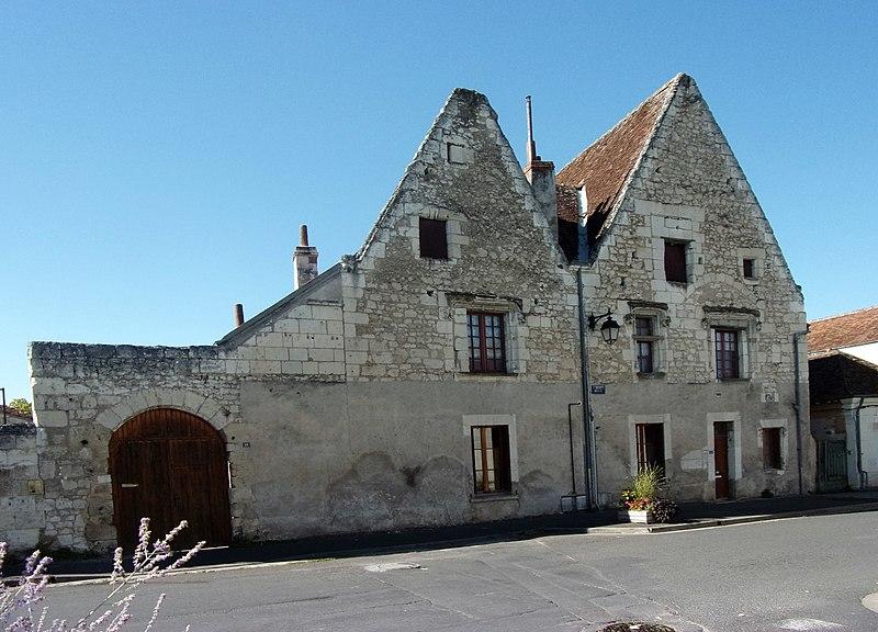 Photo du Monument Historique Maison du 15e siècle situé à Beaulieu-lès-Loches