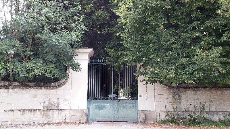 Photo du Monument Historique Château de Détilly situé à Beaumont-en-Véron