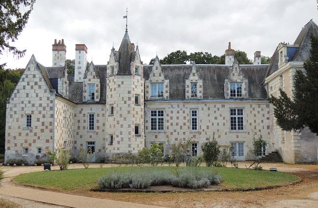 Photo du Monument Historique Château de Velors situé à Beaumont-en-Véron