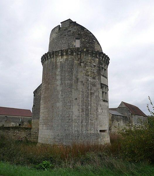 Photo du Monument Historique Ancien château des Etangs situé à Bossée