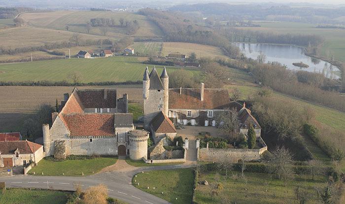 Photo du Monument Historique Château situé à Bridoré