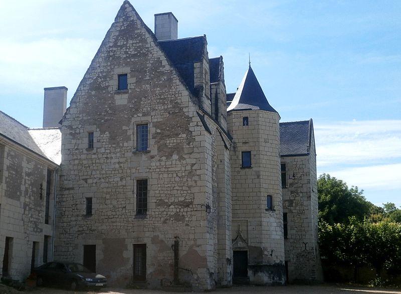 Photo du Monument Historique Ancien château des Archevêques de Tours situé à Candes-Saint-Martin