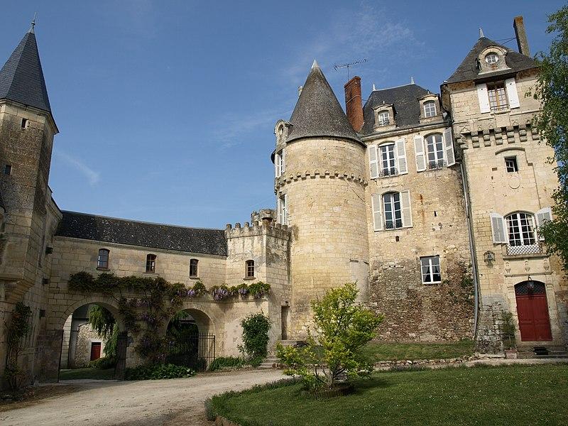 Photo du Monument Historique Château situé à La Celle-Guenand