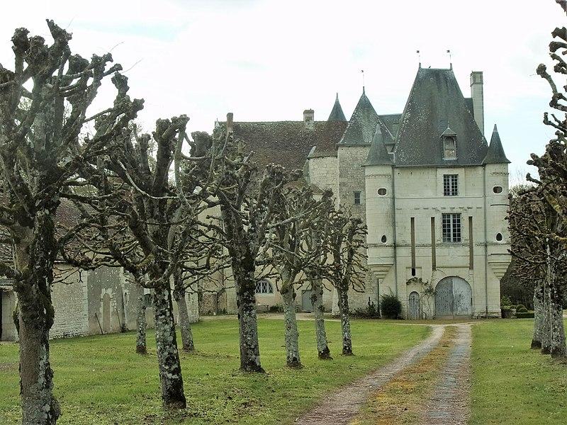 Photo du Monument Historique Château de Rouvray situé à Chambon