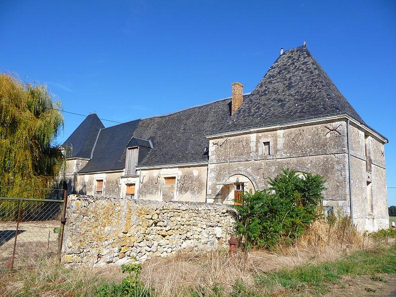 Photo du Monument Historique Manoir du Mesnil situé à Channay-sur-Lathan