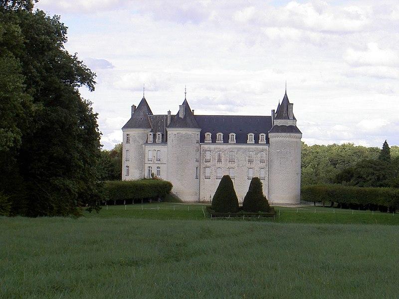 Photo du Monument Historique Château de Grillemont et ses communs situé à Chapelle-Blanche-Saint-Martin (La)