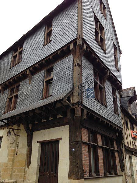 Photo du Monument Historique Maison à pans de bois situé à Chinon