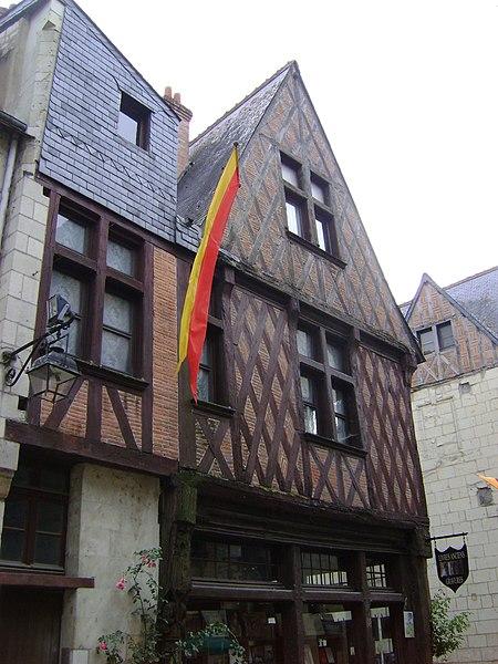 Photo du Monument Historique Maison du 15e siècle, dite aux Dragons engoulants situé à Chinon