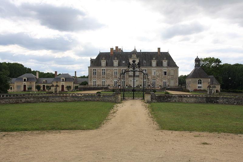 Photo du Monument Historique Château de Champchevrier situé à Cléré-les-Pins