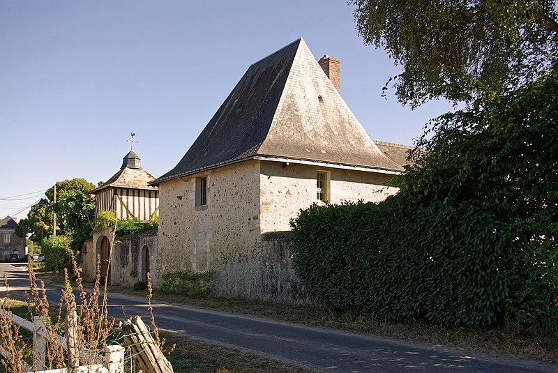 Photo du Monument Historique Ancienne hôtellerie Saint-Louis situé à Cléré-les-Pins