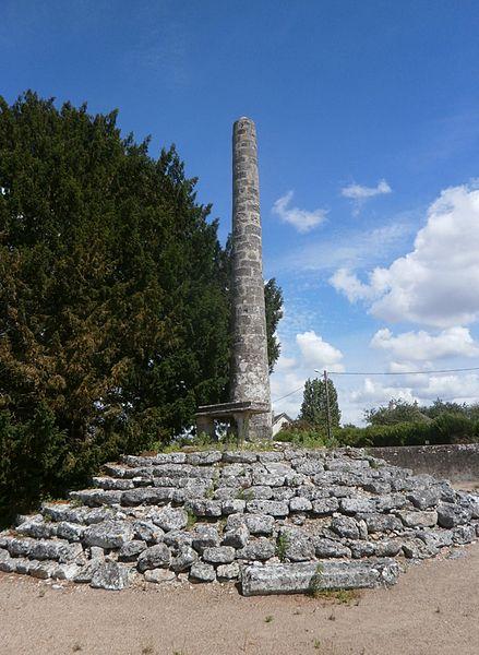 Photo du Monument Historique Lanterne des Morts situé à Cormery