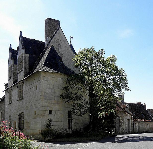 Photo du Monument Historique Maison du 15e siècle situé à Crissay-sur-Manse