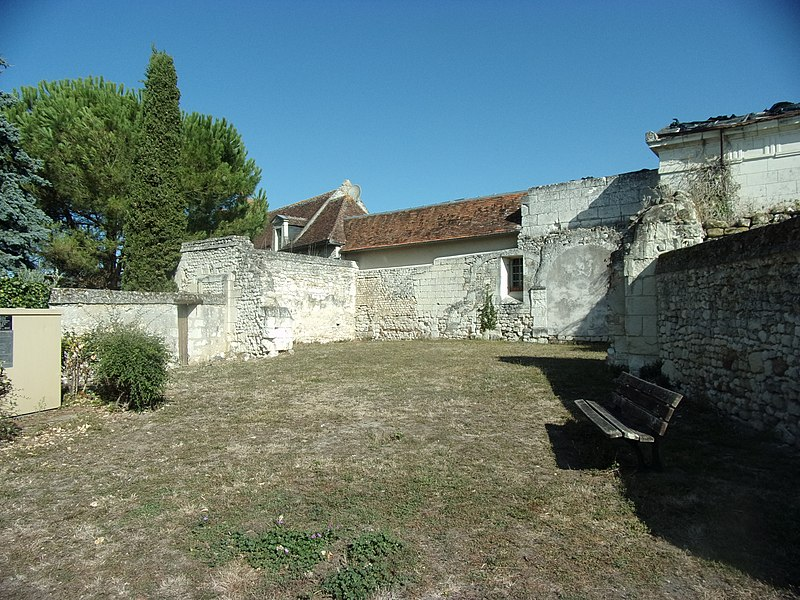 Photo du Monument Historique Ruines de l'église de Mougon situé à Crouzilles