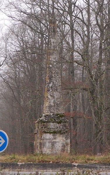 Photo du Monument Historique Pyramide de Saint-Quentin situé à Ferrière-sur-Beaulieu