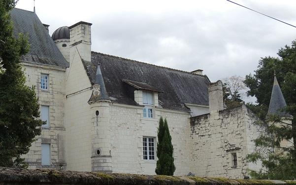 Photo du Monument Historique Château de Contebault situé à Huismes