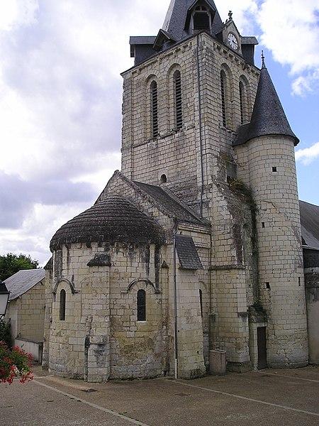 Photo du Monument Historique Eglise paroissiale Saint-Maurice ainsi que le passage couvert qui relie l'église au logis dit du Doyenné et le jardin de l'ancien presbytère situé au lieu-dit le Bourg situé à Huismes