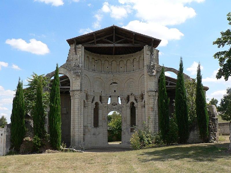 Photo du Monument Historique Ancien prieuré Saint-Léonard situé à Île-Bouchard (L')