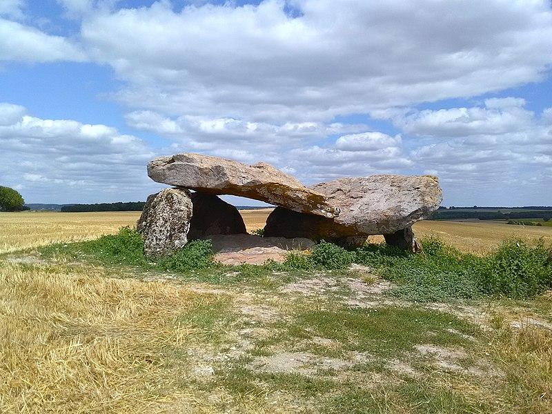 Photo du Monument Historique Dolmen dit Le Carroir Bon Air situé à Ligré