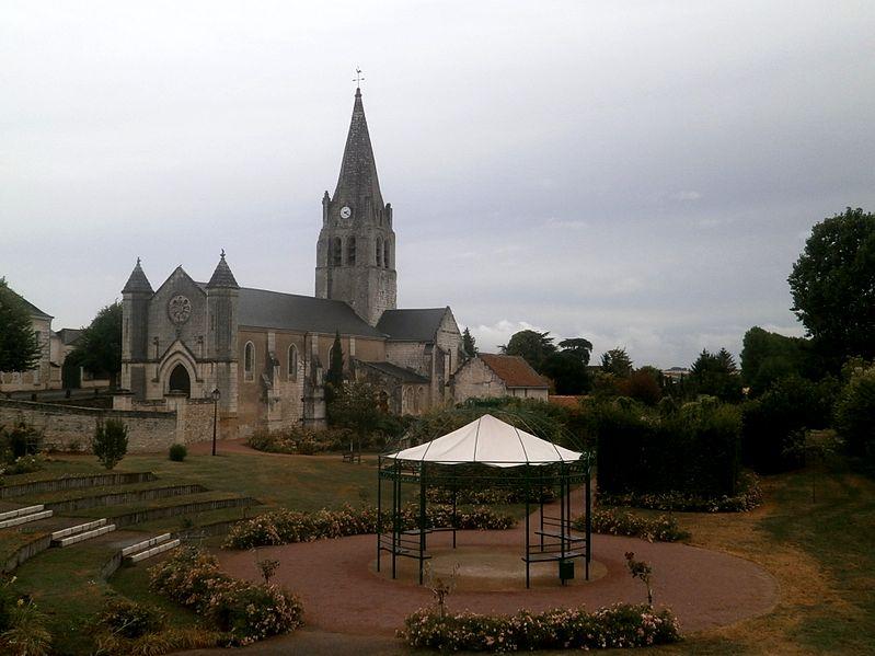 Photo du Monument Historique Eglise paroissiale Saint-Martin situé à Ligré