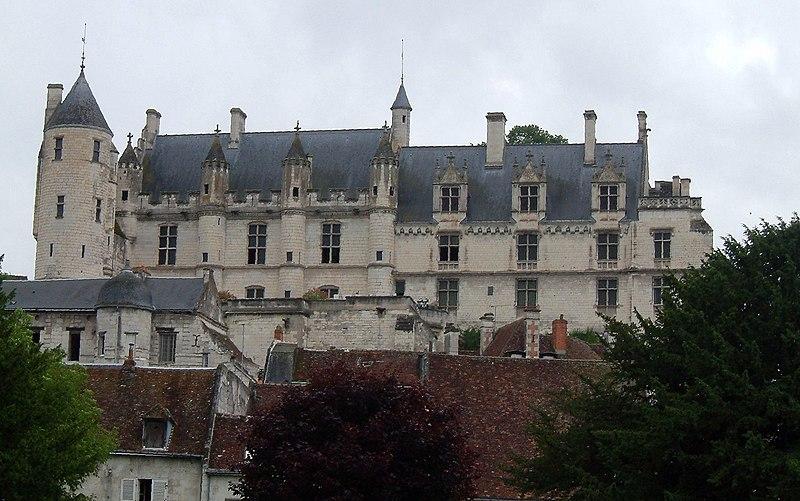 Photo du Monument Historique Château et son enceinte situé à Loches