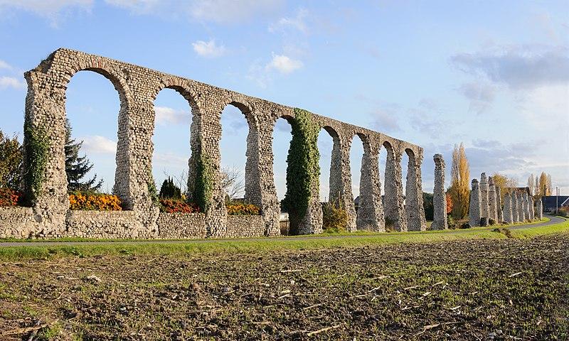 Photo du Monument Historique Vestiges de l'aqueduc romain situé à Luynes