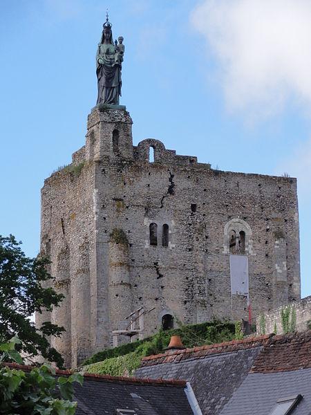 Photo du Monument Historique Site castral de Montbazon situé à Montbazon