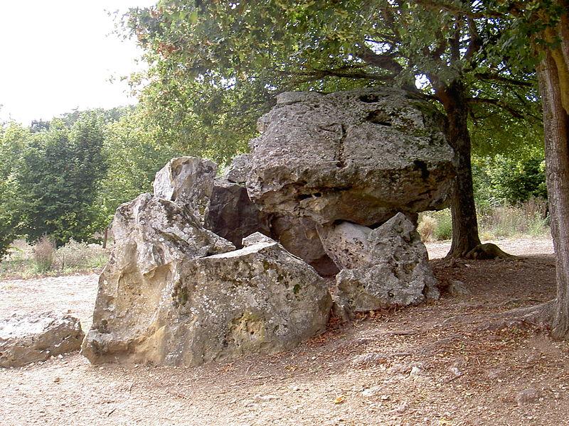 Photo du Monument Historique Dolmen dit Pierre Chaude situé à Paulmy
