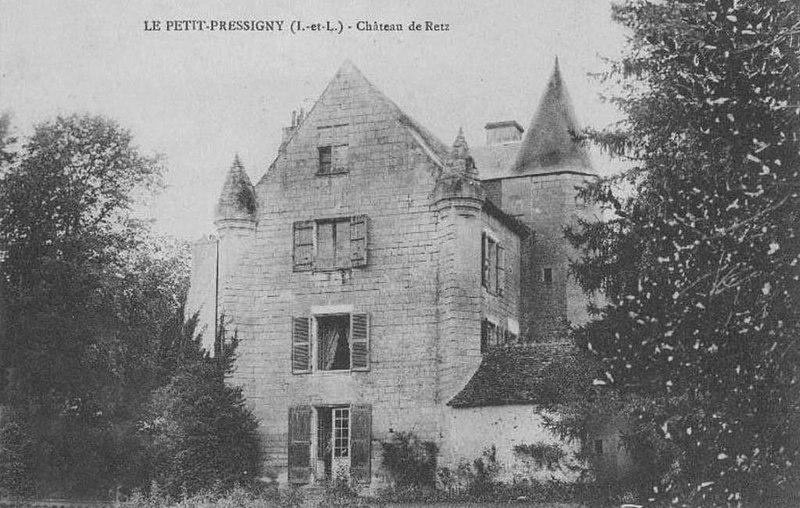 Photo du Monument Historique Manoir de Ré (ou Ray) situé à Le Petit-Pressigny