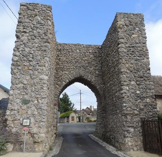 Photo du Monument Historique Porte fortifiée situé à Rillé