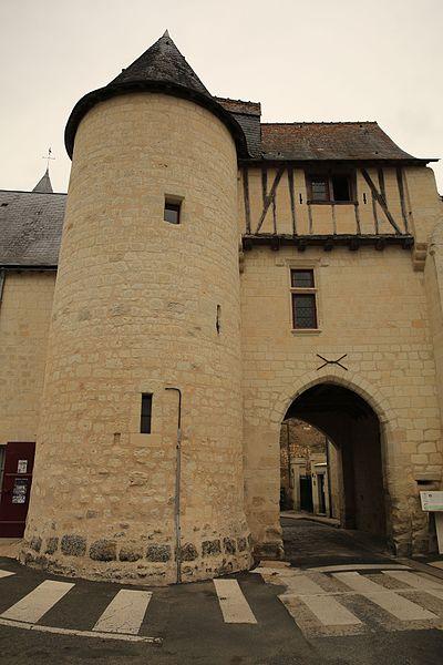 Photo du Monument Historique Porte fortifiée situé à Saint-Epain