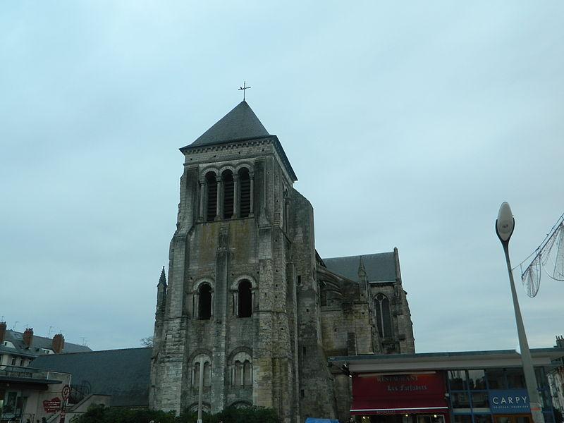 Photo du Monument Historique Ancienne abbaye de Saint-Julien situé à Tours