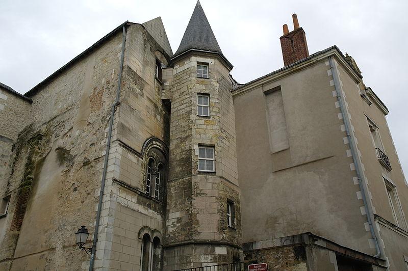 Photo du Monument Historique Maison du 12e siècle (ancienne cure de l'église Sainte-Croix) situé à Tours
