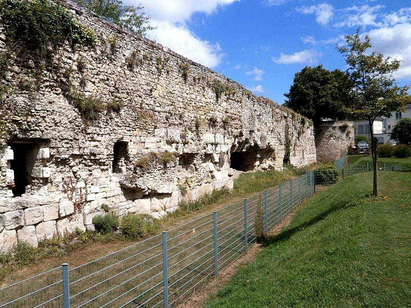 Photo du Monument Historique Enceinte romaine situé à Tours