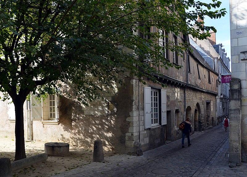 Photo du Monument Historique Ancienne maison canoniale de Saint-Pierre-le-Puellier situé à Tours