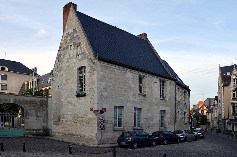 Photo du Monument Historique Maison du 16e siècle, dite de Justice des Bains, et le portail contigu situé à Tours