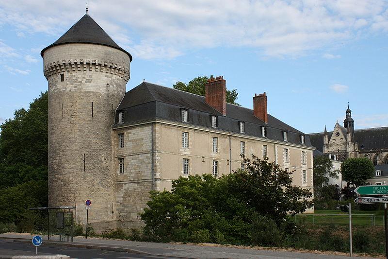 Photo du Monument Historique Ancien palais des Gouverneurs situé à Tours