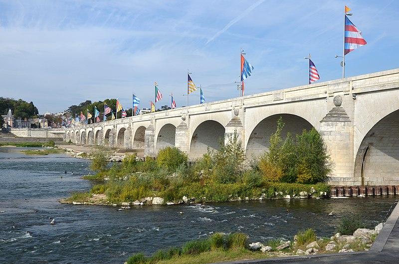 Photo du Monument Historique Grand Pont, dit Pont de pierre ou Pont Wilson situé à Tours